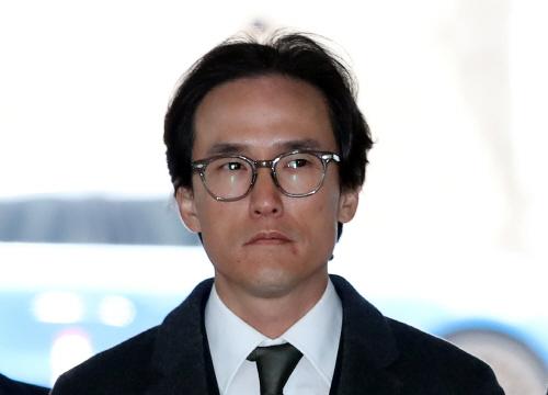 법정 향하는 조현범 한국타이어 대표<YONHAP NO-3120>