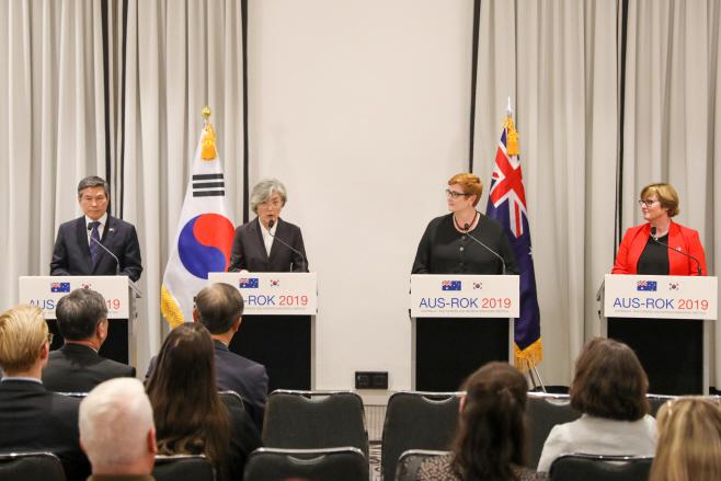 공동 기자회견 하는 한-호주 외교·국방 장관
