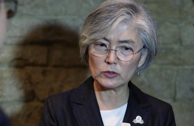 한일양자회담 결과 설명하는 강경화 외교장관