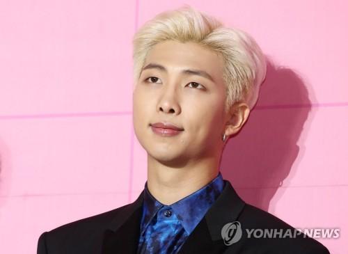 """방탄소년단 RM, 팬클럽 아미에 2020년 새해 인사 """"지금도 두렵지만…"""""""