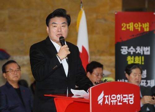최고·중진 회의 발언하는 원유철 의원<YONHAP NO-2950>