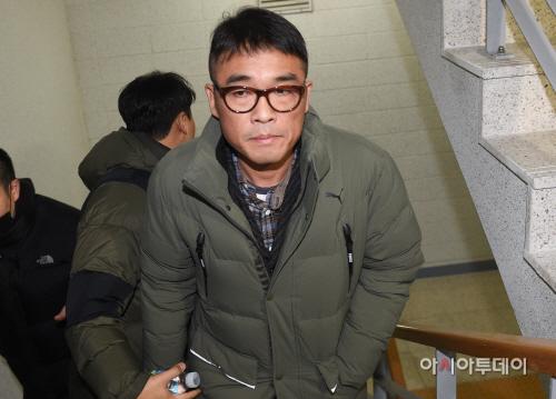 [포토]경찰 조사실 향하는 김건모
