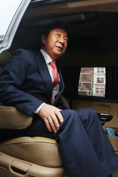 서울남부지법 떠나는 김성태 의원