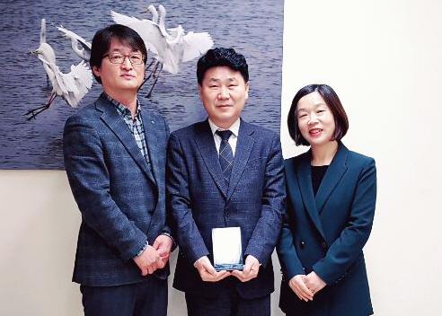 김원기 부의장, 초록우산 어린이재단으로부터 감사패 받아