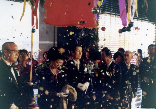 1979.12.17 롯데쇼핑센터 개장 테이프 커팅