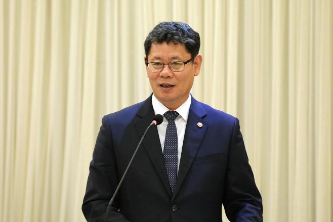 인사말 하는 김연철 통일부 장관<YONHAP NO-2228>