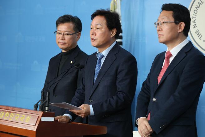 한국당, 새보수당과의 협의체 공감<YONHAP NO-4593>