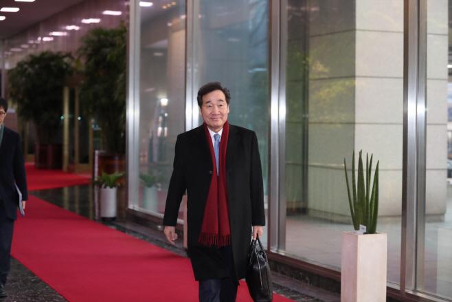 총리로는 마지막 출근하는 이낙연 총리