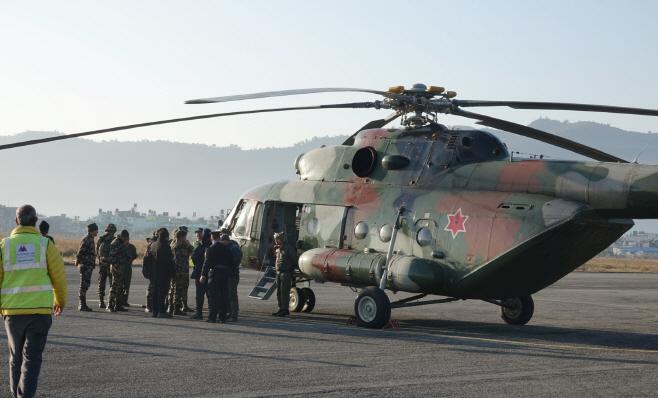 이륙 준비 중인 네팔군 구조헬기<YONHAP NO-3679>