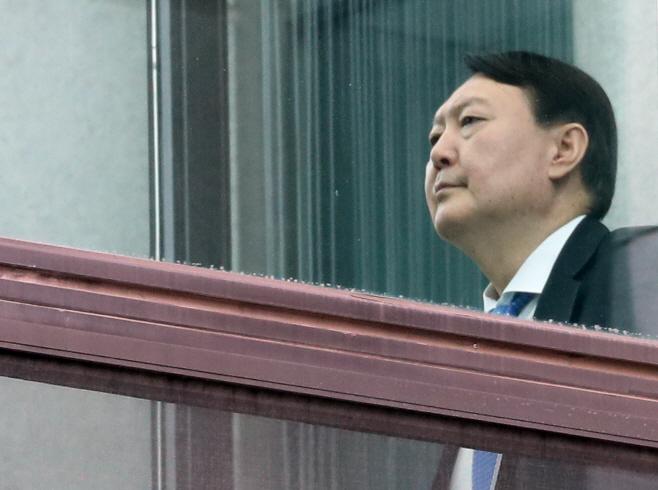 식당 향하는 윤석열 검찰총장