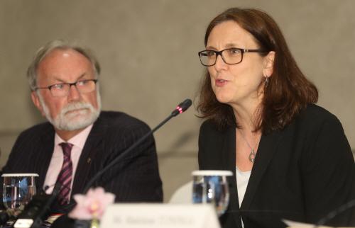 인사말하는 세실리아 말스트롬 EU 통상집행위원