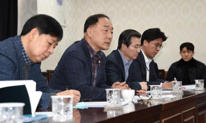 홍남기 코로나바이러스 긴급간부회의
