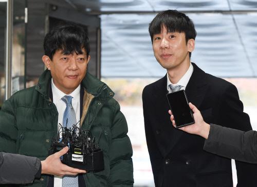 [포토]첫 공판 출석한 쏘카 이재웅 대표-타다 박재욱 대표