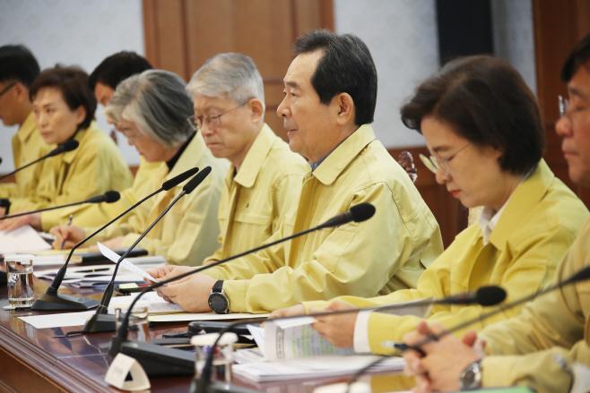 '신종 코로나' 대응회의 주재하는 정 총리<YONHAP NO-5128>