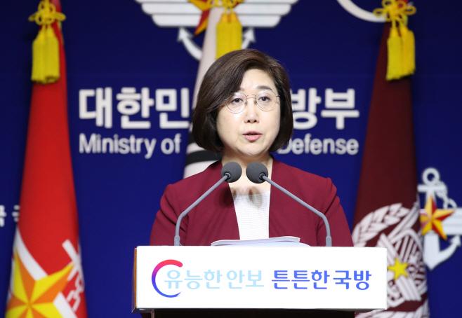 브리핑하는 최현수 국방부 대변인<YONHAP NO-2561>