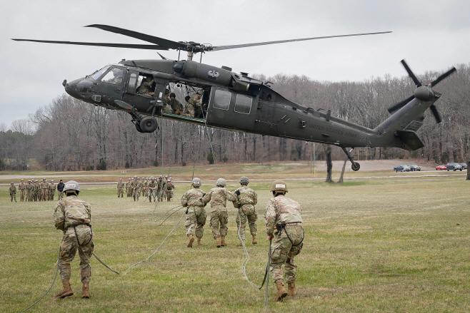 USA-MILITARY/ <YONHAP NO-1361> (REUTERS)