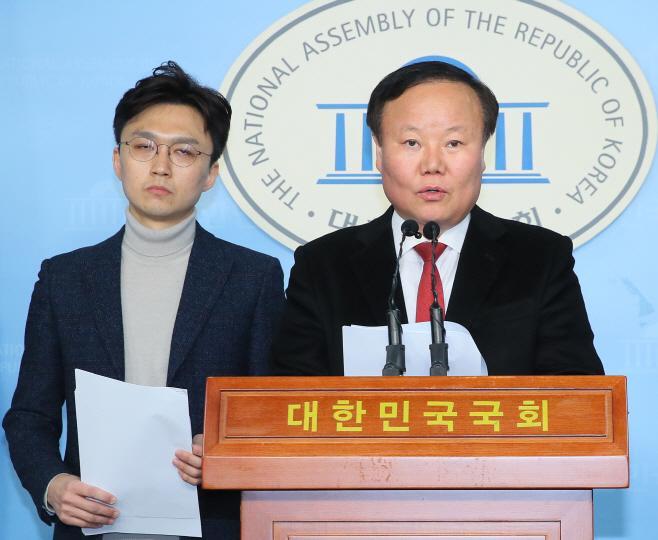 한국당 국방공약 발표<YONHAP NO-5483>