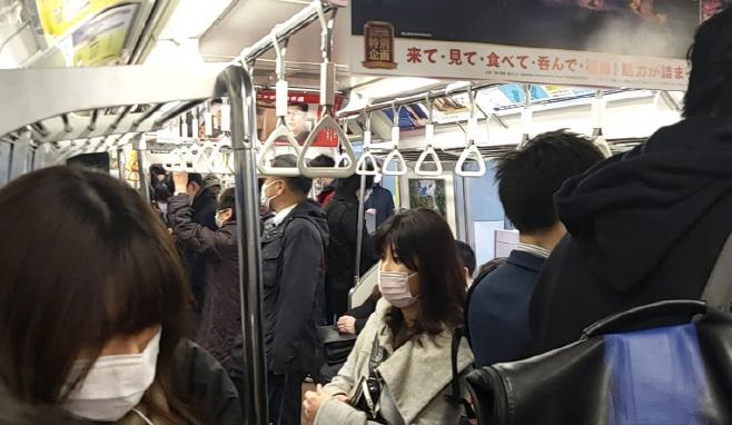 마스크 낀 도쿄 시민들