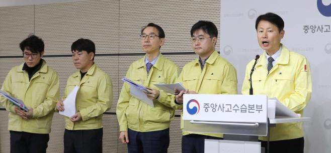 일본 크루즈선 국민 이송 계획, 질문 답하는 김강립 부본부장