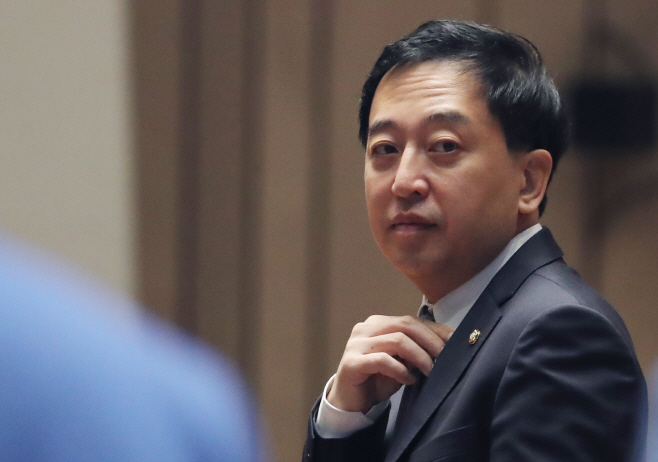 의원총회 참석한 민주당 금태섭 의원