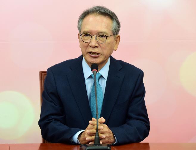 [포토] 인사말하는 김형오 공천관리위원장