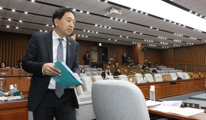 인사청문회 참석하는 금태섭 의원