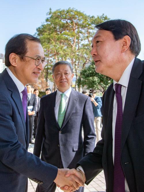 광주지검장과 악수하는 윤석열 검찰총장