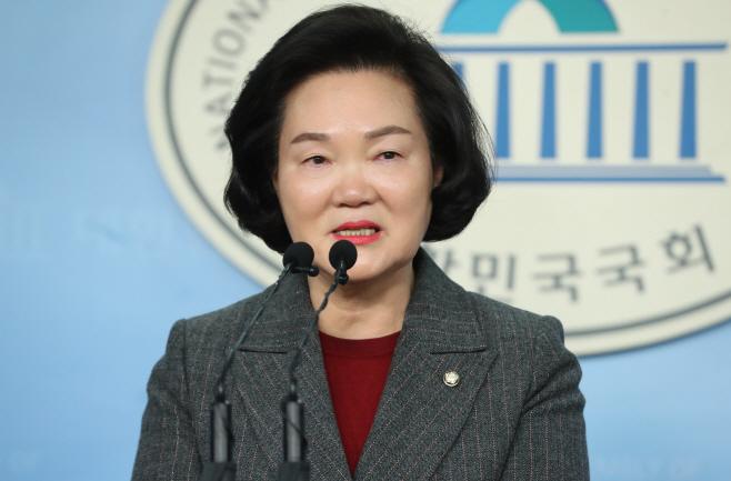 불출마 회견하는 미래통합당 윤종필 의원<YONHAP NO-3609>