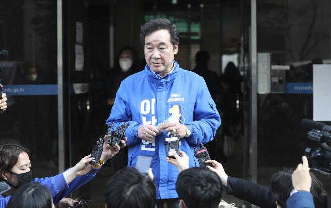 제21대 국회의원선거 후보 등록 마친 이낙연<YONHAP NO-2491>