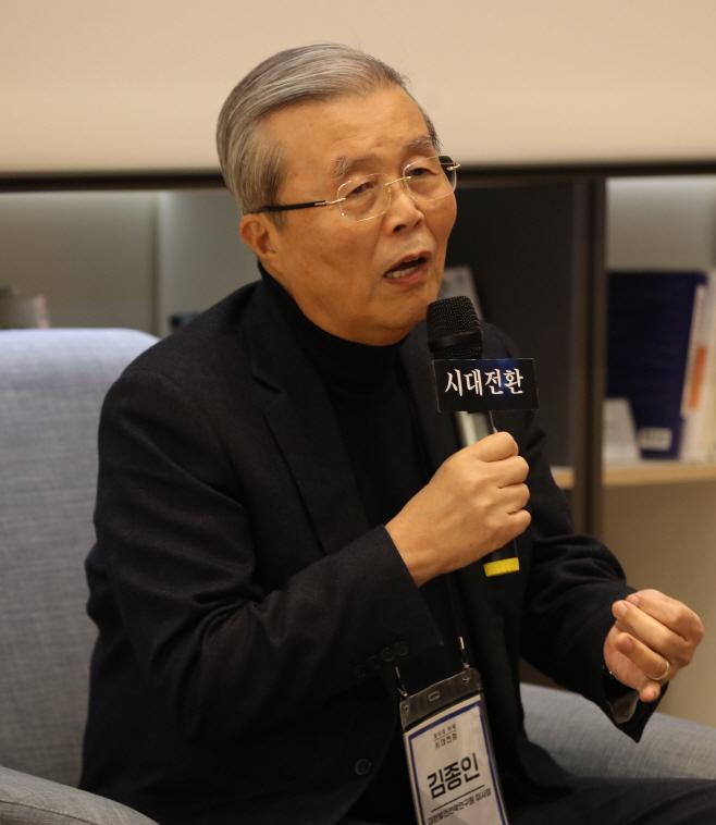 강연하는 김종인<YONHAP NO-4438>