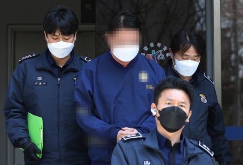 법원 나서는 '라임 사태' 연루 신한금융투자 전 임원