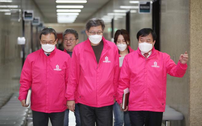 선거전략대책회의 향하는 박형준-신세돈