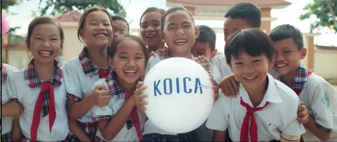 영상캡처1_웃고 있는 베트남 아동들의 모습 캡처
