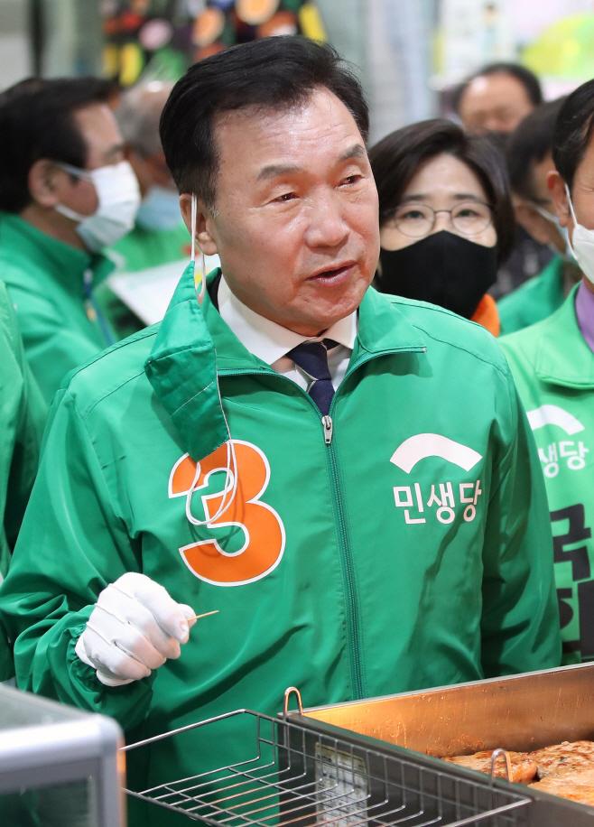 손학규 상임선대위원장, 대구 와룡시장 방문<YONHAP NO-2045>