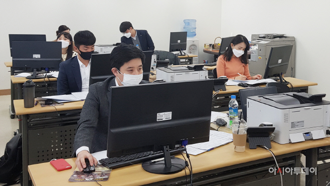 경남신용보증재단에 파견된 임직원 01