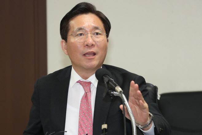간담회 앞서 발언하는 성윤모 장관<YONHAP NO-2280>