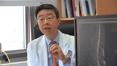 고용곤 병원장(정형외과 전문의)
