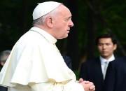 교황, 유민아빠 손 잡아주며…