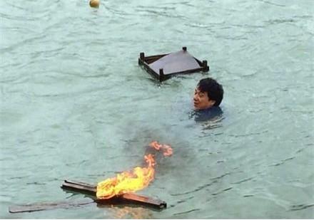 성룡, 바다에 뛰어든 사연은?