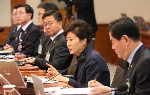 朴대통령 '한중FTAㆍ테러법안' 조속 처리 주문