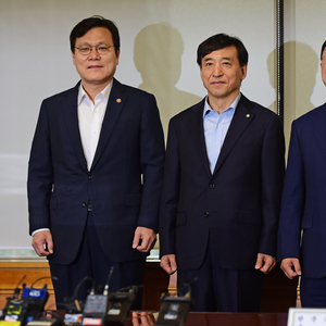 [포토] 경제수장들, 긴급 거시경제금융회의