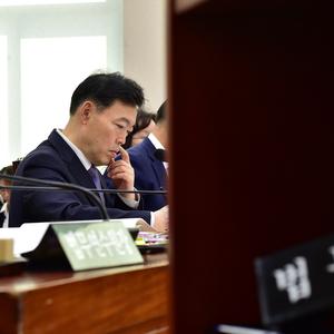 [포토] 김오수 법무부 차관과 발언대안에 놓인 법무부 장관 명패