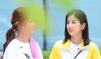 에이핑크 윤보미-박초롱, 즐거운 촬영장~