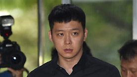 박유천 '잔뜩 겁먹음 표정으로 강남경찰서 출두'