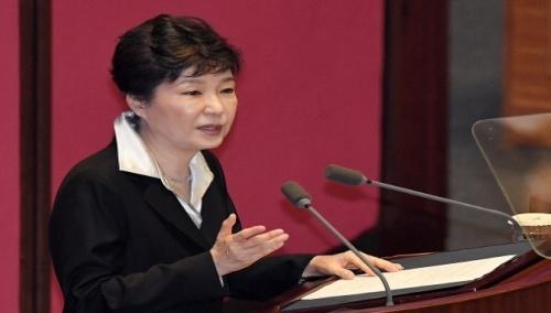 朴대통령 '개헌카드'에 정치권 요동...실현 가능성은