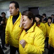 '박근혜 대통령 탄핵 가결' 눈물 흘리는 세월호 유족