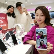 전국 대리점 및 판매점에 진열된 'LG G6'