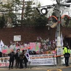 구속영장 청구 결정 속 박 전 대통령 자택 주변 한산