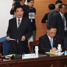 입장하는 김진표 국정기획자문위원장