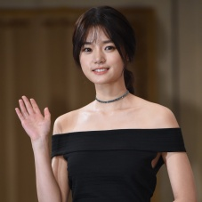 7일의왕비, 고보결 '수줍은 손인사'